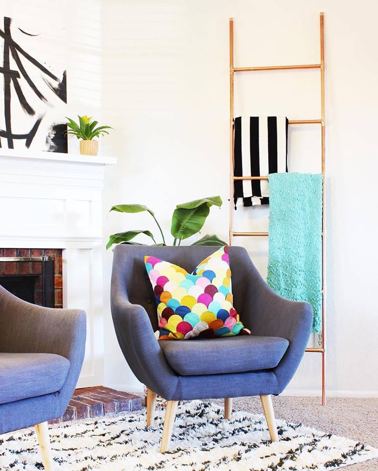 Comfortable and colorful living room setting
